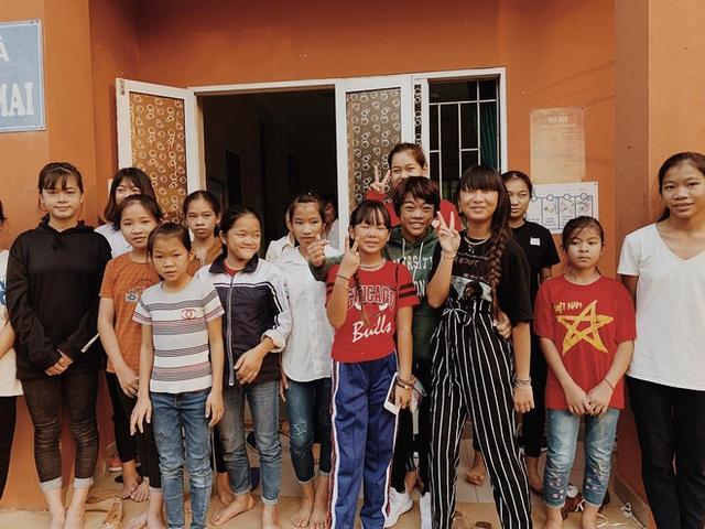Em bé mồ côi Việt Nam được vợ chồng danh ca Pháp nổi tiếng nhận nuôi gây bất ngờ với cuộc sống và diện mạo sau 17 năm - Ảnh 18.