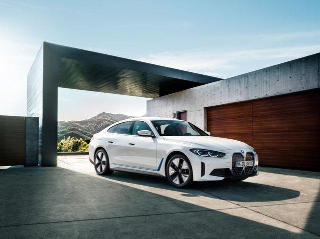 BMW i4 - chiếc sedan hạng sang chạy điện cả thế giới đang mong đợi? - Ảnh 1.