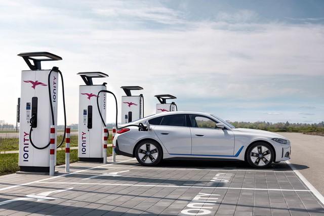 BMW i4 - chiếc sedan hạng sang chạy điện cả thế giới đang mong đợi? - Ảnh 6.