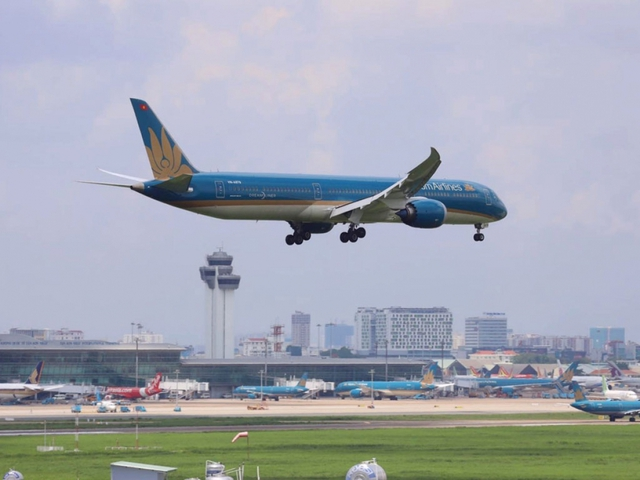 Cho phép nối lại các chuyến bay chở người nhập cảnh tại Tân Sơn Nhất và Nội Bài  - Ảnh 1.