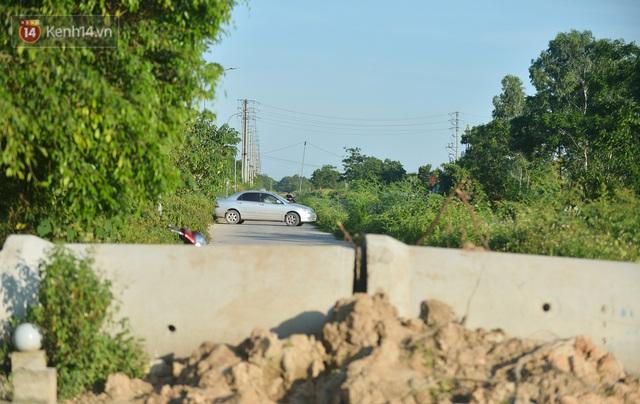 Hà Nội: Đông Anh lập chốt kiểm soát khu vực giáp ranh Bắc Ninh, ô tô quay đầu, hàng dài xe cơ giới chờ khai báo y tế - Ảnh 8.