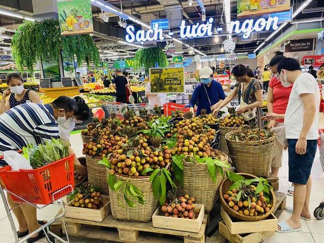 Đại diện VinCommerce: Lượng đơn đặt hàng online tại VinMart, VinMart+ ở Tp. Hồ Chí Minh tăng gấp đôi trong những ngày qua - Ảnh 1.