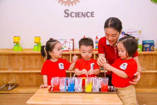 Đặt 2 hệ thống giáo dục bao trọn từ tiểu học đến đại học ở Việt Nam lên bàn cân: Khuôn viên đẹp như tranh vẽ, trải nghiệm học tập đỉnh cao, nhiều cơ hội việc làm sau khi tốt nghiệp, cạnh tranh một chín một mười! - Ảnh 10.