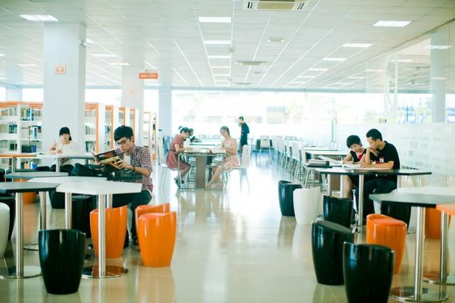 Đặt 2 hệ thống giáo dục bao trọn từ tiểu học đến đại học ở Việt Nam lên bàn cân: Khuôn viên đẹp như tranh vẽ, trải nghiệm học tập đỉnh cao, nhiều cơ hội việc làm sau khi tốt nghiệp, cạnh tranh một chín một mười! - Ảnh 18.