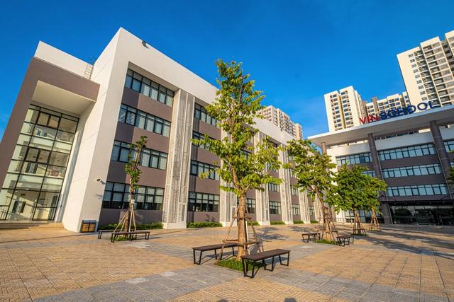 Đặt 2 hệ thống giáo dục bao trọn từ tiểu học đến đại học ở Việt Nam lên bàn cân: Khuôn viên đẹp như tranh vẽ, trải nghiệm học tập đỉnh cao, nhiều cơ hội việc làm sau khi tốt nghiệp, cạnh tranh một chín một mười! - Ảnh 2.
