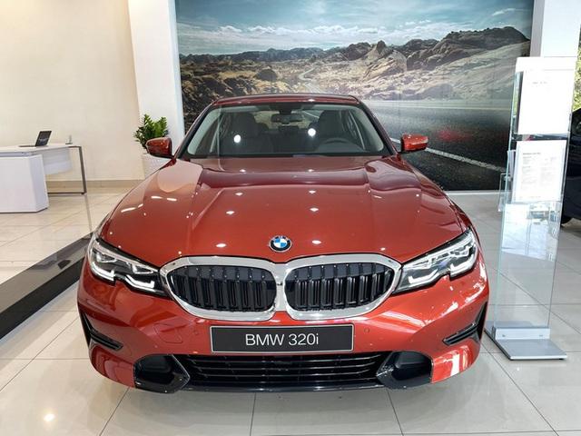 BMW 3-Series giảm giá 130 triệu đồng tại đại lý, rút ngắn khoảng cách giá đấu Mercedes-Benz C-Class - Ảnh 2.