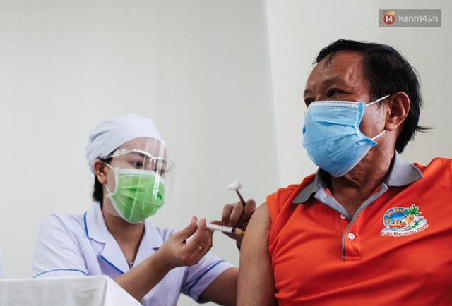 Ảnh: 8.000 người dân quận Bình Thạnh tiêm vaccine Covid-19 trong chiến dịch tiêm chủng lớn nhất lịch sử - Ảnh 12.