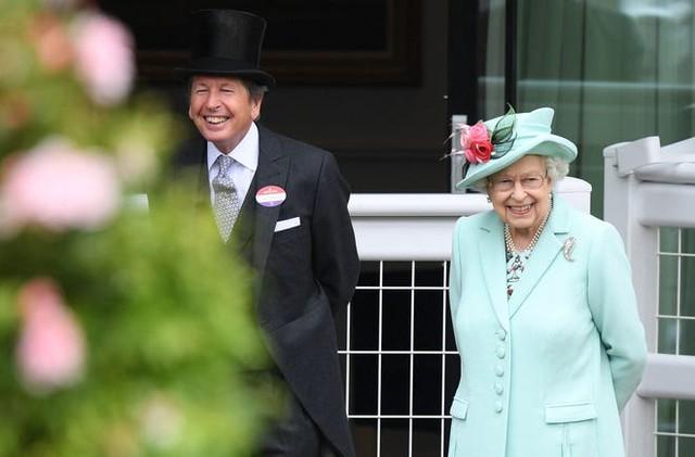 Nữ hoàng Anh xuất hiện công khai cùng Thái tử Charles thể hiện rõ quan điểm sau tuyên bố cao ngạo của Meghan - Ảnh 4.