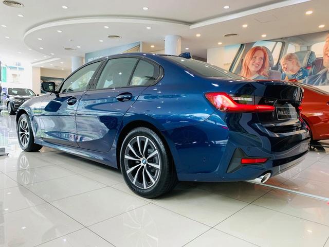 BMW 3-Series giảm giá 130 triệu đồng tại đại lý, rút ngắn khoảng cách giá đấu Mercedes-Benz C-Class - Ảnh 5.