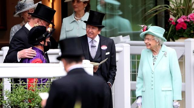 Nữ hoàng Anh xuất hiện công khai cùng Thái tử Charles thể hiện rõ quan điểm sau tuyên bố cao ngạo của Meghan - Ảnh 6.