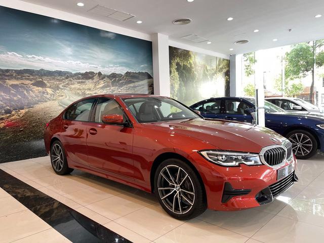 BMW 3-Series giảm giá 130 triệu đồng tại đại lý, rút ngắn khoảng cách giá đấu Mercedes-Benz C-Class - Ảnh 7.