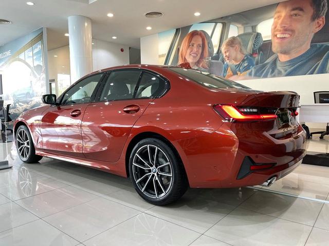 BMW 3-Series giảm giá 130 triệu đồng tại đại lý, rút ngắn khoảng cách giá đấu Mercedes-Benz C-Class - Ảnh 8.