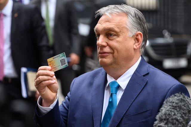 Choáng ngợp trước không khí cuồng nhiệt trên SVĐ Puskas Arena - nơi 100% CĐV được vào xem Euro giữa mùa Covid-19: Câu chuyện đằng sau tấm thẻ nhựa bí ẩn của Hungary - Ảnh 2.