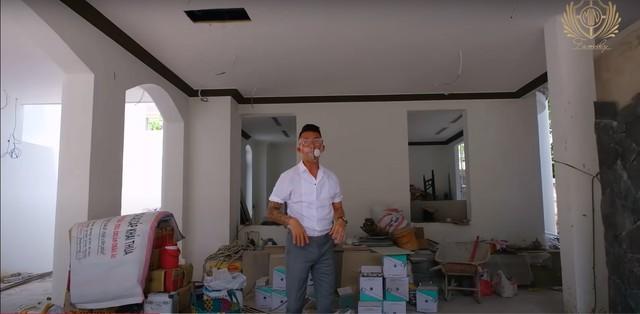 Doanh nhân Minh Nhựa khoe một góc biệt thự mới đang xây, tiết lộ mua nhà vì chỗ đậu xe và… một cái cây - Ảnh 3.