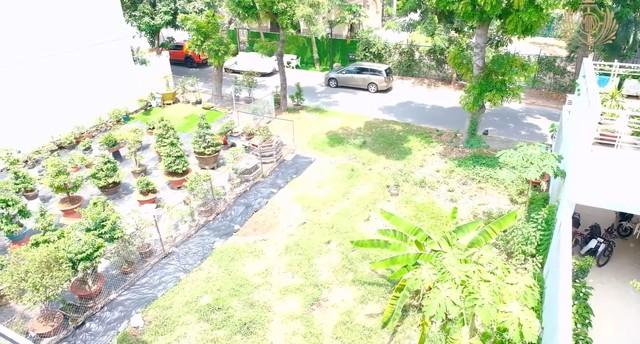 Doanh nhân Minh Nhựa khoe một góc biệt thự mới đang xây, tiết lộ mua nhà vì chỗ đậu xe và… một cái cây - Ảnh 8.