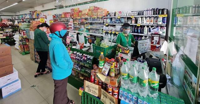 Giải tán chợ tự phát, hàng ở chợ và siêu thị bán chạy - Ảnh 1.