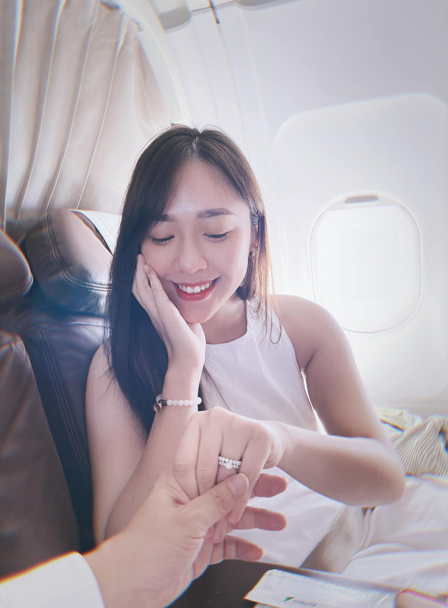 CEO Hùng Đinh cầu hôn trên mây thành công, rước MC VTV24 kém 16 tuổi về dinh - Ảnh 4.