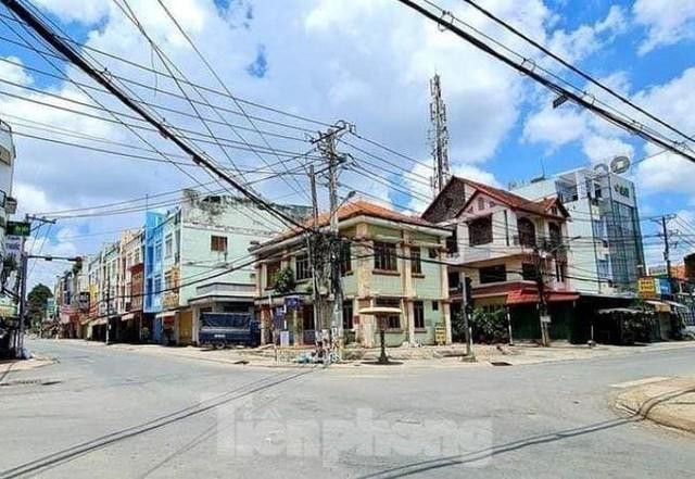 Phố phường Bình Dương vắng tanh trong ngày đầu giãn cách xã hội  - Ảnh 1.