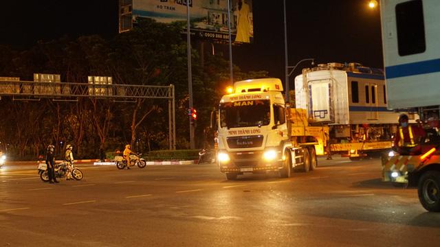 Cận cảnh đoàn tàu số 4 của metro số 1 đưa về depot Long Bình, TP Thủ Đức  - Ảnh 12.