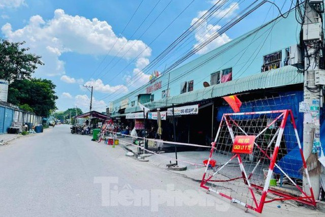 Phố phường Bình Dương vắng tanh trong ngày đầu giãn cách xã hội  - Ảnh 11.