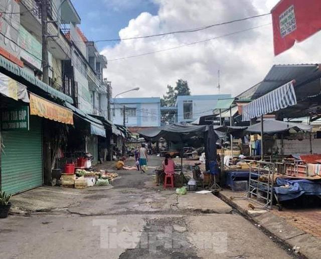 Phố phường Bình Dương vắng tanh trong ngày đầu giãn cách xã hội  - Ảnh 3.