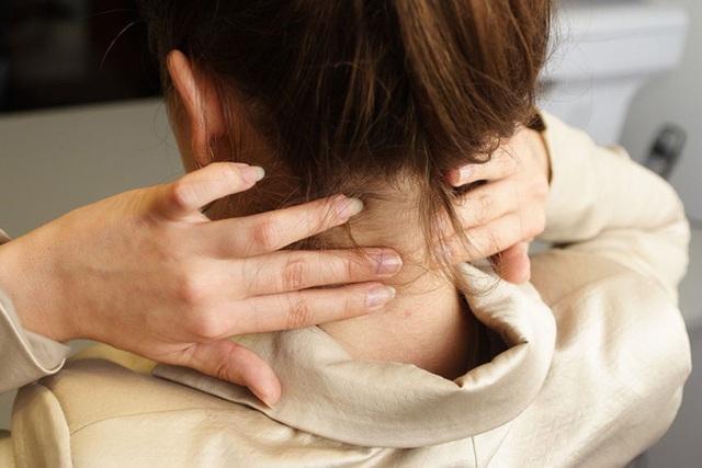 Đừng chủ quan trước đau mỏi vai gáy, vừa cản trở sinh hoạt lại còn là hồi chuông cảnh báo sớm 5 loại bệnh nguy hiểm sau - Ảnh 3.
