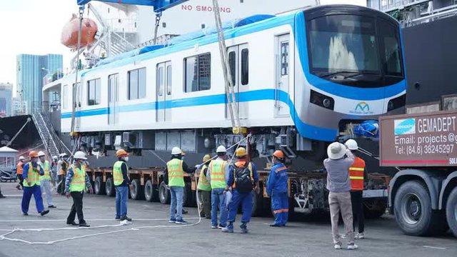 Cận cảnh đoàn tàu số 4 của metro số 1 đưa về depot Long Bình, TP Thủ Đức  - Ảnh 5.
