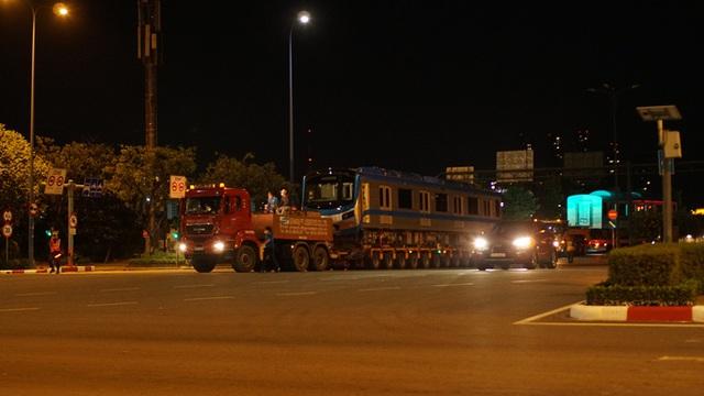 Cận cảnh đoàn tàu số 4 của metro số 1 đưa về depot Long Bình, TP Thủ Đức  - Ảnh 7.
