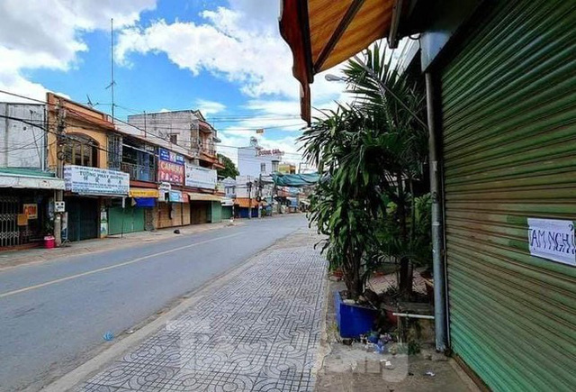 Phố phường Bình Dương vắng tanh trong ngày đầu giãn cách xã hội  - Ảnh 7.