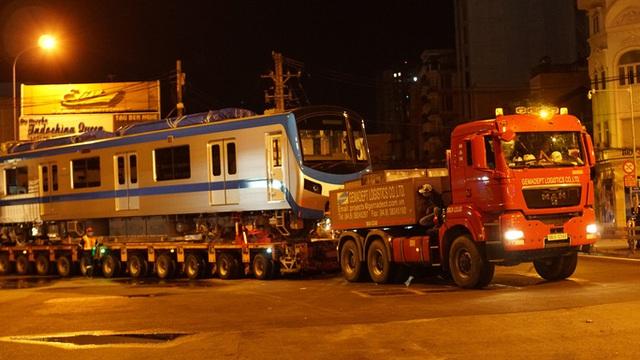 Cận cảnh đoàn tàu số 4 của metro số 1 đưa về depot Long Bình, TP Thủ Đức  - Ảnh 9.