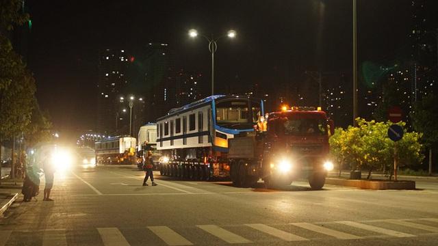 Cận cảnh đoàn tàu số 4 của metro số 1 đưa về depot Long Bình, TP Thủ Đức  - Ảnh 10.