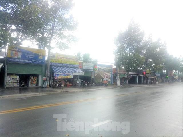 Phố phường Bình Dương vắng tanh trong ngày đầu giãn cách xã hội  - Ảnh 9.