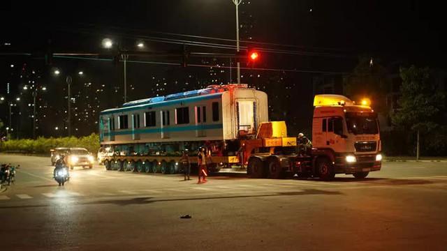 Cận cảnh đoàn tàu số 4 của metro số 1 đưa về depot Long Bình, TP Thủ Đức  - Ảnh 11.