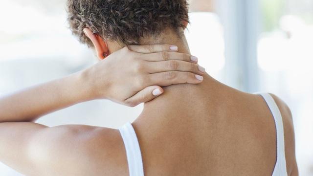 Cảnh giác trước hiện tượng thoái hóa đốt sống cổ ở dân văn phòng, không điều trị kịp thời có thể gây bại liệt  - Ảnh 2.