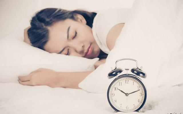 Cơ thể phụ nữ sẽ thay đổi thần kỳ nếu đi ngủ lúc 9 giờ tối và thức dậy lúc 5 giờ sáng - Ảnh 3.