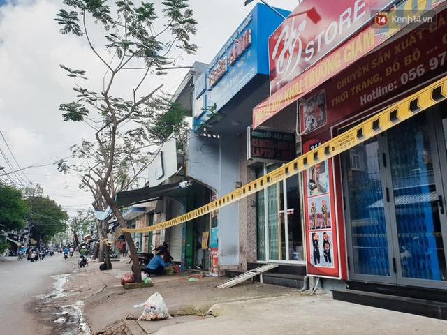 Nhiều tuyến đường ở Sài Gòn được giăng dây, lập hàng rào hạn chế để dẹp chợ tự phát - Ảnh 4.
