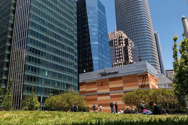 Các trung tâm tài chính thế giới chật vật kéo nhân viên trở lại văn phòng thời hậu covid-19 - Ảnh 6.