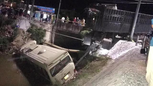 Va chạm với xe đầu kéo, xe khách văng xuống sông khiến 7 người thương vong  - Ảnh 1.