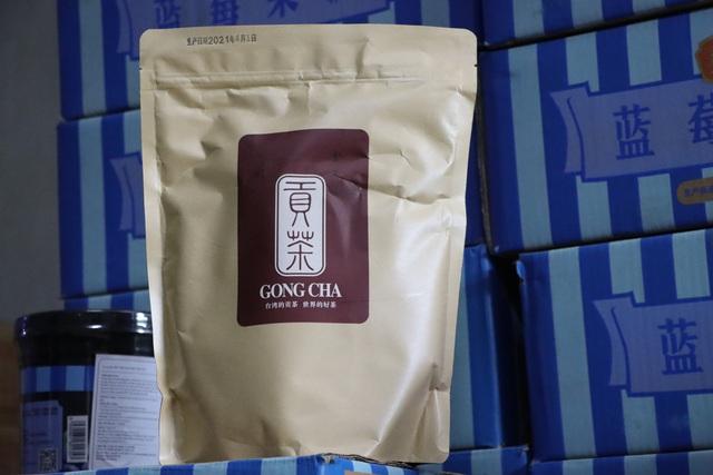 Hà Nội thu giữ hàng tấn nguyên liệu trà sữa Royal Tea, Gong Cha... không rõ nguồn gốc - Ảnh 3.