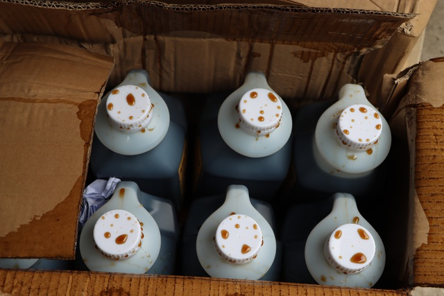 Hà Nội thu giữ hàng tấn nguyên liệu trà sữa Royal Tea, Gong Cha... không rõ nguồn gốc - Ảnh 4.
