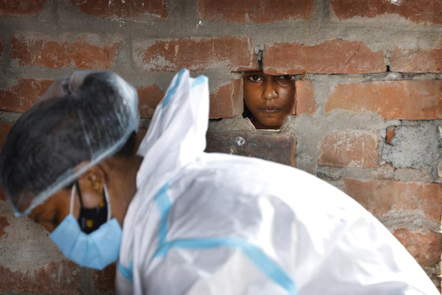Ấn Độ và những kẻ chạy trốn vaccine: Cơn bão dịch bệnh thứ 3 đang đến gần, nhưng thà chết còn hơn - Ảnh 2.