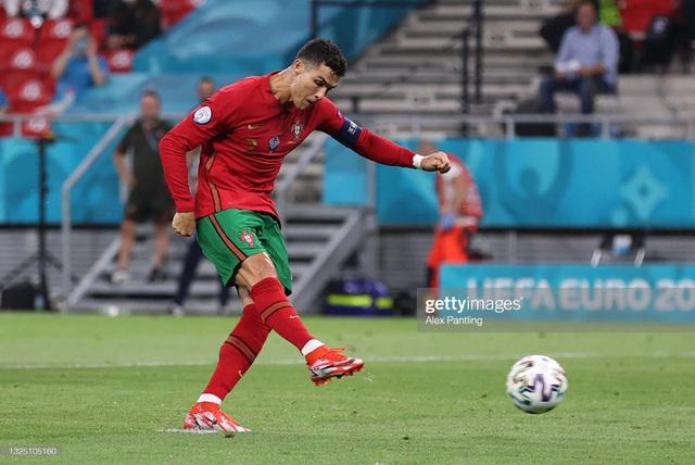 Bảng tử thần kết thúc trong cuộc rượt đuổi nghẹt thở, Ronaldo đi vào lịch sử bóng đá thế giới - Ảnh 1.