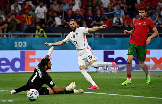 Bảng tử thần kết thúc trong cuộc rượt đuổi nghẹt thở, Ronaldo đi vào lịch sử bóng đá thế giới - Ảnh 2.