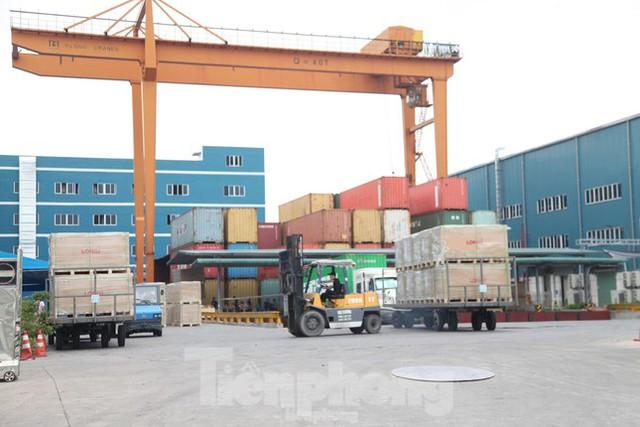 Các khu công nghiệp ở Bắc Giang dần nhộn nhịp trở lại - Ảnh 2.