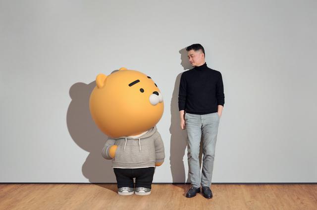 Từng phải nhịn đói để tiết kiệm tiền, ông chủ Kakao thành người giàu nhất Hàn Quốc - Ảnh 2.