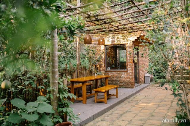 Cuộc sống yên bình trong ngôi nhà nhỏ và khu vườn xanh mát bóng cây ở ngoại thành Hà Nội - Ảnh 4.
