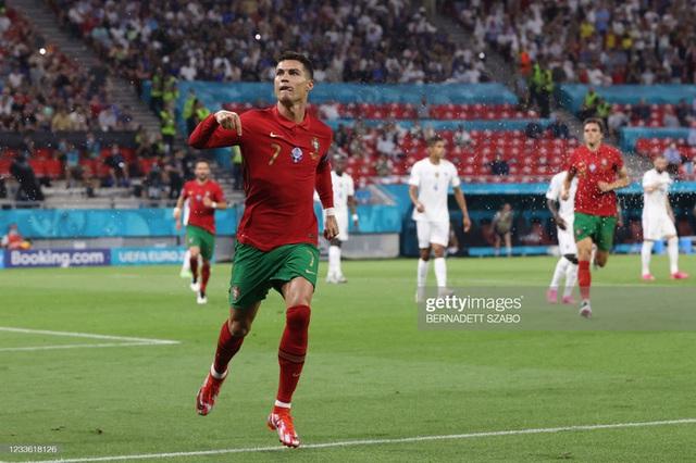 Bảng tử thần kết thúc trong cuộc rượt đuổi nghẹt thở, Ronaldo đi vào lịch sử bóng đá thế giới - Ảnh 4.