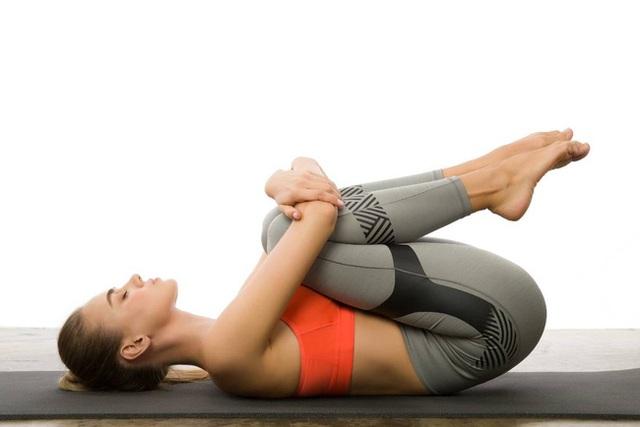 Gợi ý 3 bài tập yoga trị đau thắt lưng và cột sống cổ tại nhà hiệu quả - Ảnh 5.