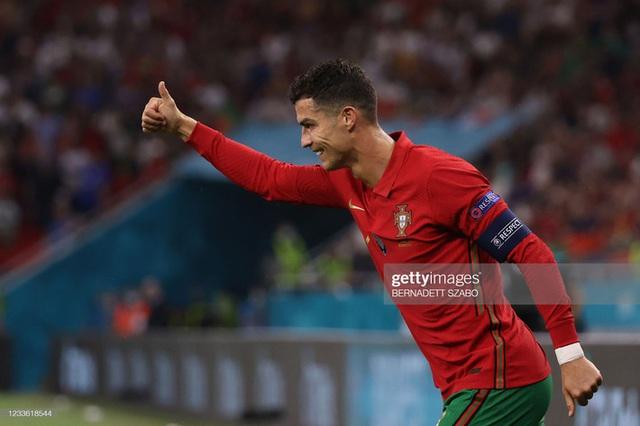 Bảng tử thần kết thúc trong cuộc rượt đuổi nghẹt thở, Ronaldo đi vào lịch sử bóng đá thế giới - Ảnh 5.