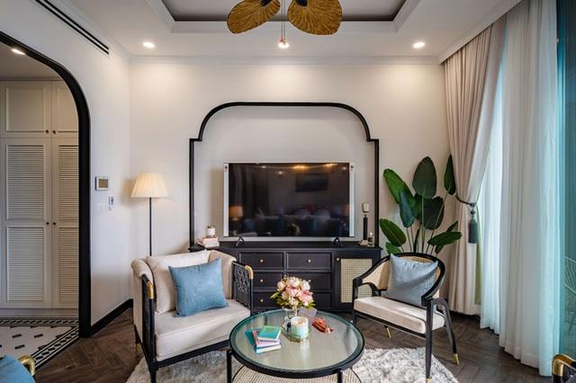 Căn hộ Indochine ăn điểm với cách phối màu cực tinh tế, phòng ngủ chuẩn khách sạn 5 sao với view đỉnh - Ảnh 6.